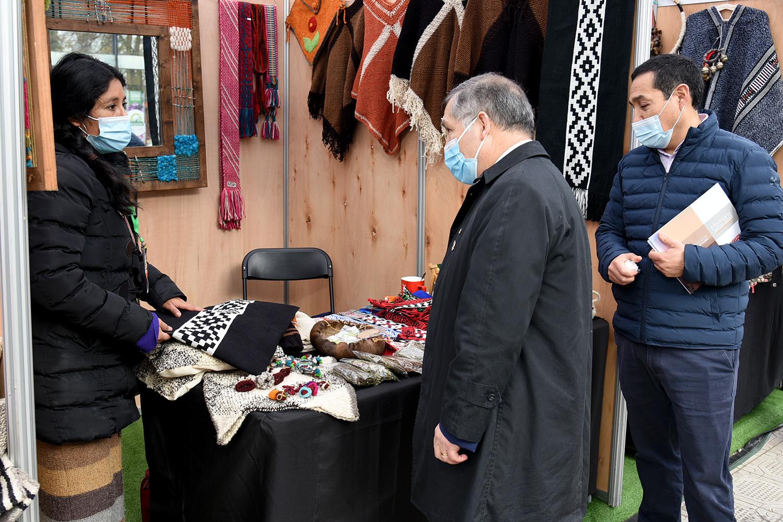 Expo Sabores y Saberes Ancestrales reúne a emprendedores locales en torno a la artesanía, gastronomía y cultura del pueblo mapuche